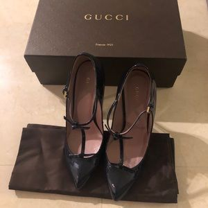 Gucci Navy Vernice Crystal Pumps.